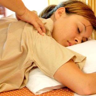 Тайский массаж шеи, плеч и cпины